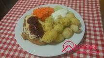 filet-z-kurczaka-zapiekany-z-zoltym-serem-i-zurawina